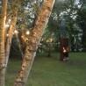 Cheminée d'extérieur design le soir dans le jardin